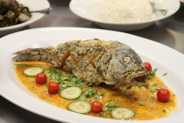 Thai deep fried whole fish with tamarind sauce cooking for Deep fried whole fish